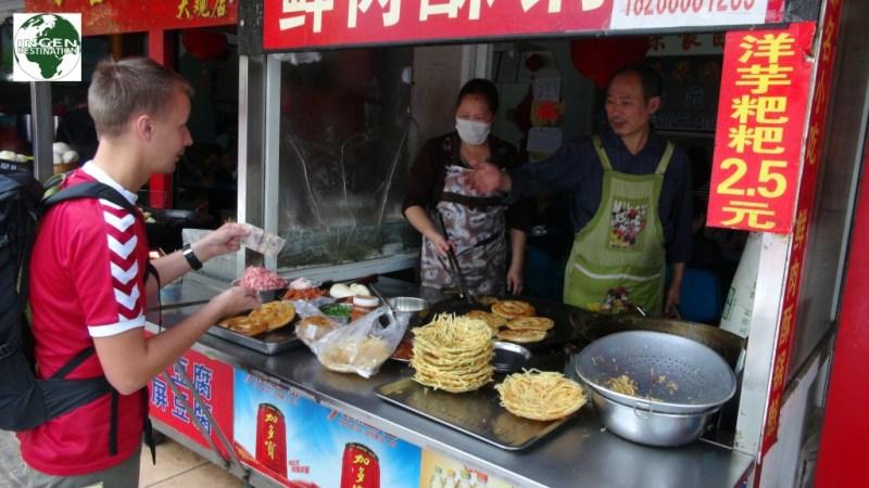 Gademad igen, der kan man da se hvad de har, og om det er friskt!