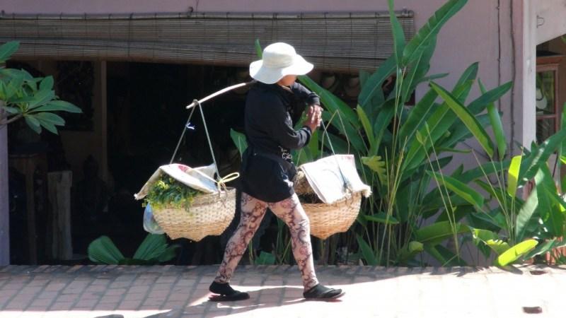 Man har nogle gange opfattelsen af, at kvinderne arbejder mere end mændene i Asien.