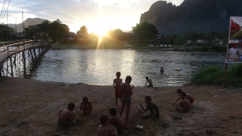 Solnedgang over Vang Vieng