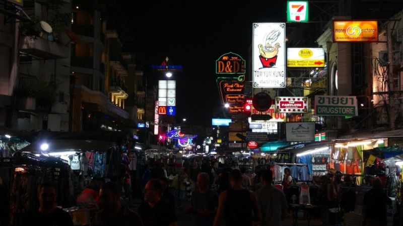 Khao San Road om aftenen