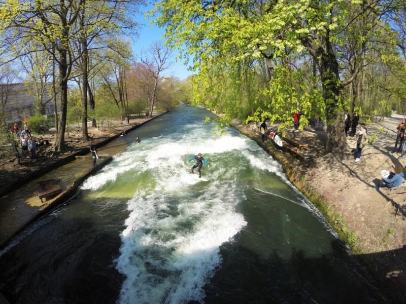 Surfing midt i München