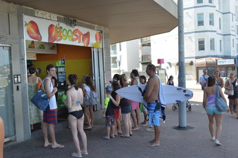 Kø ved Bondi beach - folk skulle køles ned på denne varme sommerdag.