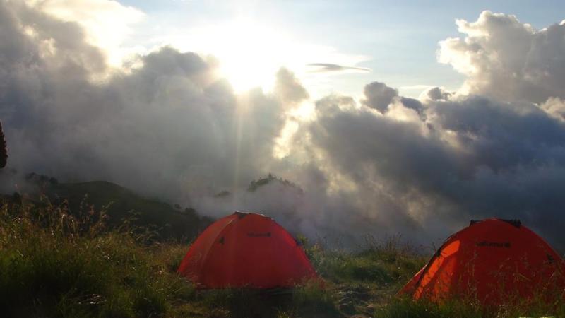 Før vinden blæste op, så teltene fine ud.