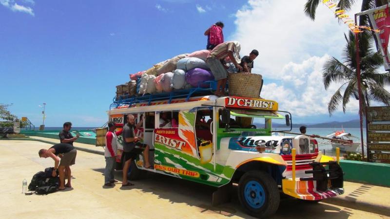 Vores enorm flote og farverige transport videre fra Sabang.