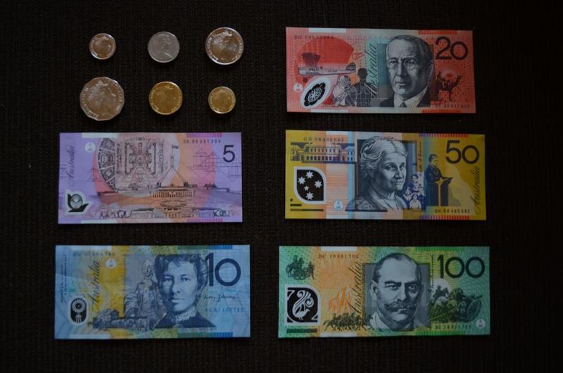 Og så lige de obligatoriske billeder af landets penge.