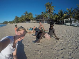 Selfie med vores ven Eddie, som altid kom og snakkede med os når vi var på besøg på Wimbe stranden