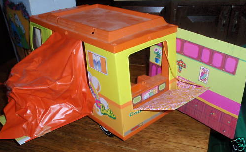 back-of-retro-1970s-barbie-country-camper