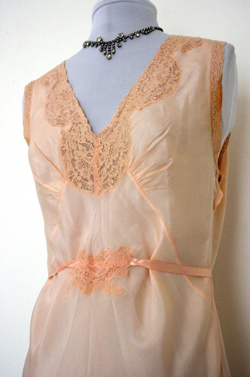 A Guide To Collecting Vintage Fashions & Lingerie