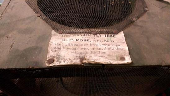 antique wonder fly trap primitives