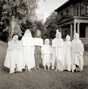 vintage-ghosts-with-signs-1960s