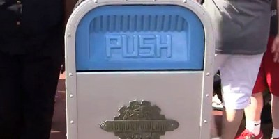 push-trash-can