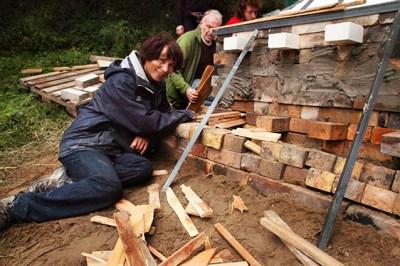 Alexandra Engelfriet stoking Fred Olsen's kiln. (2017)