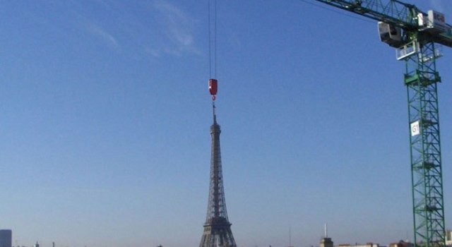eiffel-tower-crane-perfect-timing.jpg
