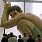 Ron-Mueck-Hyper-realistic-Human-Sculptures-2.jpg