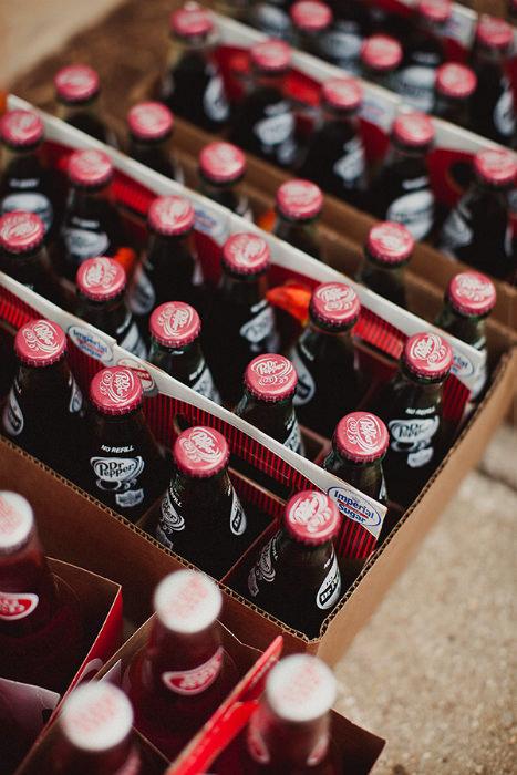 Những chai soda truyền thống rất phù hợp cho tiệc cưới thân mật.