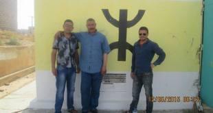 """أعضاء من الجمعية أمام المعلم التاريخ المطموس : """"آنو ن ذايا"""" بمدينة """"آنو ن العاتر"""""""