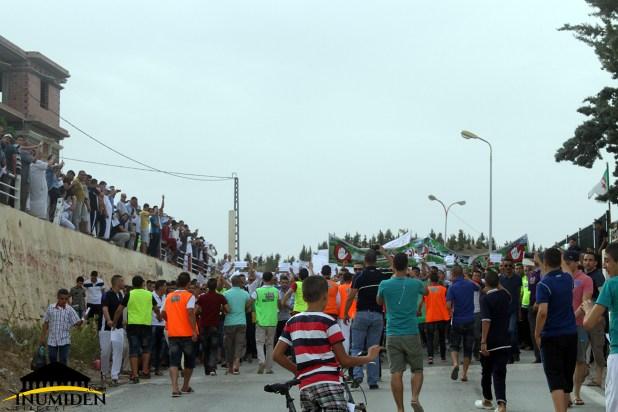 مسيرة لا لمصنع الإسمنت إيغزر نثاقا واد الطاقة بوحمار باتنة إينوميدن.كوم (14)