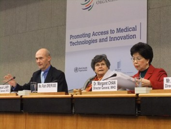 From left to right: WTO Director General Pascal Lamy, former president of the Swiss Confederation Ruth Dreifuss, and WHO Director General Margaret Chan.