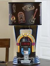 Lampe mit Musikbox und Ladestation