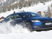 Tesla Model S P90D im Schnee