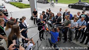 Ο σοσιαλδημοκράτης πρωθυπουργός Σ. Βάιλ ανακοινώνει τη διεξαγωγή πρόωρων εκλογών