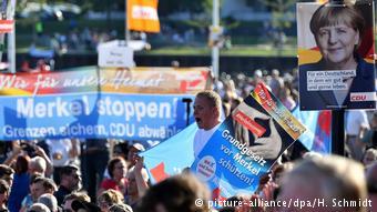 «Σταματήστε τη Μέρκελ» αναγράφει πλακάτ του AfD στην Σαξωνία-Άνχαλτ