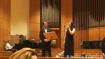Ο Γιώργος Κανάρης με την Αλεξάνδρα Βούλγαρη. Στο πιάνο ο Απόστολος Χατζητομάρης.