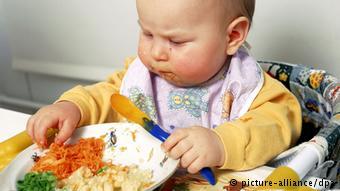 Τα βρέφη αναπτύσσουν μια καθαρά διαισθητική σχέση με το φαγητό