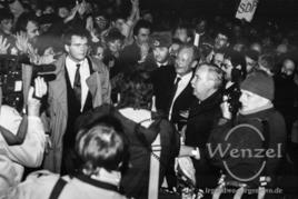 Tausende Magdeburger heißen Willy Brandt willkommen - 19. Dezember 1989 / Domplatz