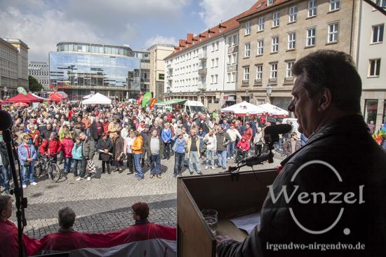 Magdeburgs OB Dr. Lutz Trümper spricht bei der Maikundgebung