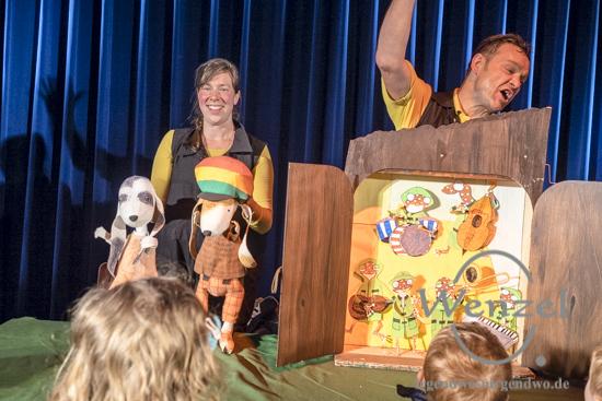 Wie Reggaehase Boooo es schafft, den König umzustimmen -interaktives Puppentheater für  große und kleine Reggaefans