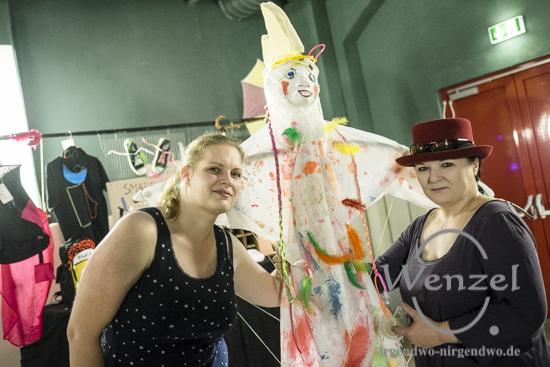 Ulrike Gehle (l.) und Janette Zieger  von der Jugendkunstschule