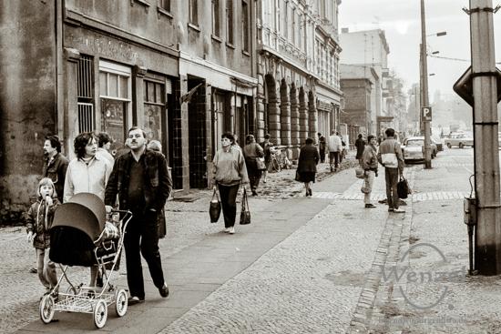 Passanten in der Halberstädter Straße
