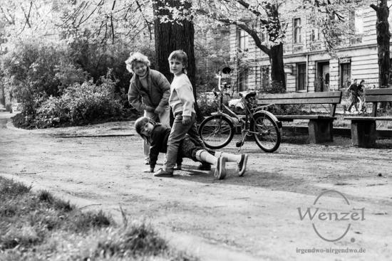Kinder spielen im Park an der Schrote / Höhe Goethe Straße