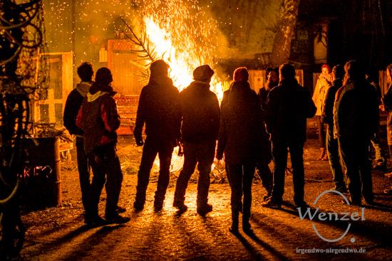 Adieu Weihnachtsbaum – feuriges Treiben in Werk4