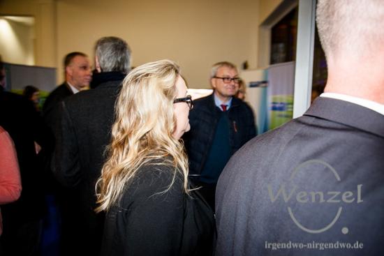 Katrin Budde möchte sich am liebsten verstecken - auf die Frage, ob sie der SPD auch weiterhin vorstehen wird, bleibt sie die Antwort schuldig