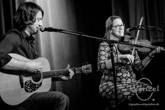 Sabrina Palm & Steve Crawford – mit Fiddel & Gitarre –  Foto Wenzel-Oschington.de