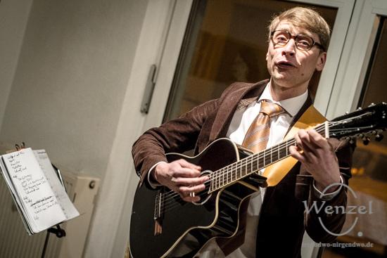 Smart und seriös – Hausfreund Semanski gibt sich die Ehre –  Foto Wenzel-Oschington.de