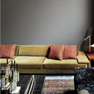 Divano in soggiorno con cuscini