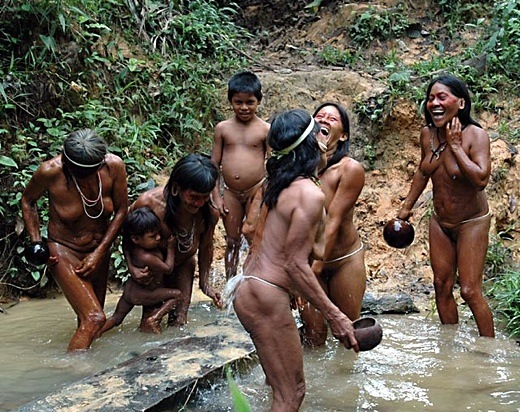 young african tribe girls bathing
