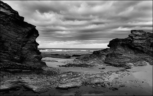 Black-Rocks-black-wallpaper
