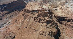 Aerial view showing Masada and the Snake Path from the northeast Photo: לשכת העיתונות הממשלתית