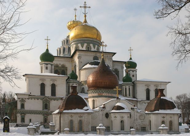 The katholikon is modeled after the Church of the Holy Sepulchre in Jerusalem User:Unwrecker