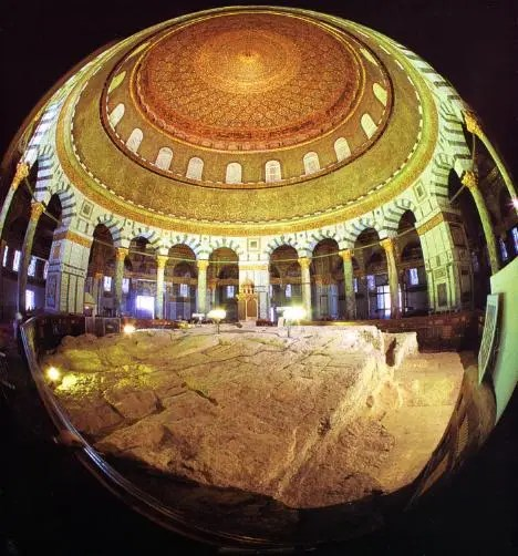 Fish-eye-view-of-the-Rock