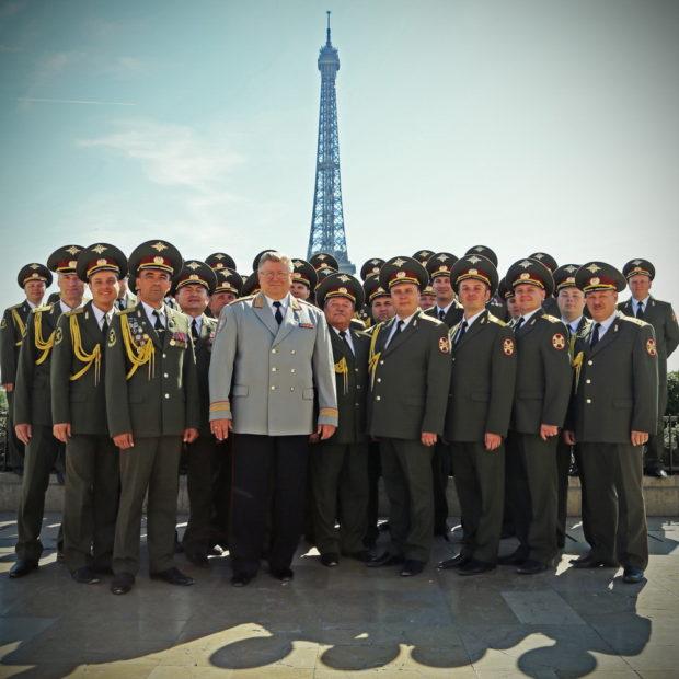 Red Army Choir - Eiffel Tower © FGL PRODUCTIONS (1)