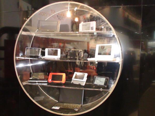 10 MIDs auf einen Streich am Intel-Stand auf dem MWC'09