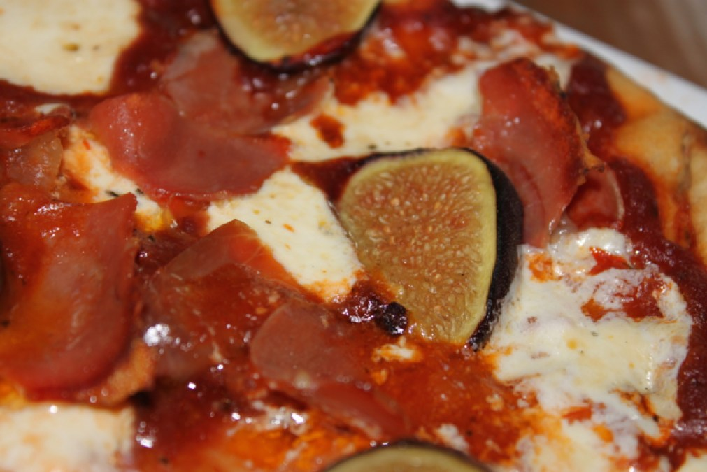 grilled prosciutto and fig pizza