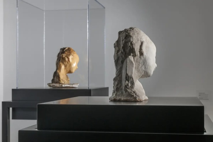 Medardo Rosso, Bambino malato (Sick Child) (left, wax, from Nasher Sculpture Center; right, plaster, from Museo Medardo Rosso). Photograph by Walter Smalling.