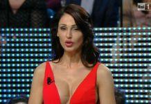 Anna Tatangelo criticata a I Migliori anni per il suo seno