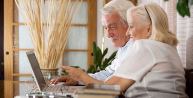 old-couple-computer-kaspersky-labs-itusers